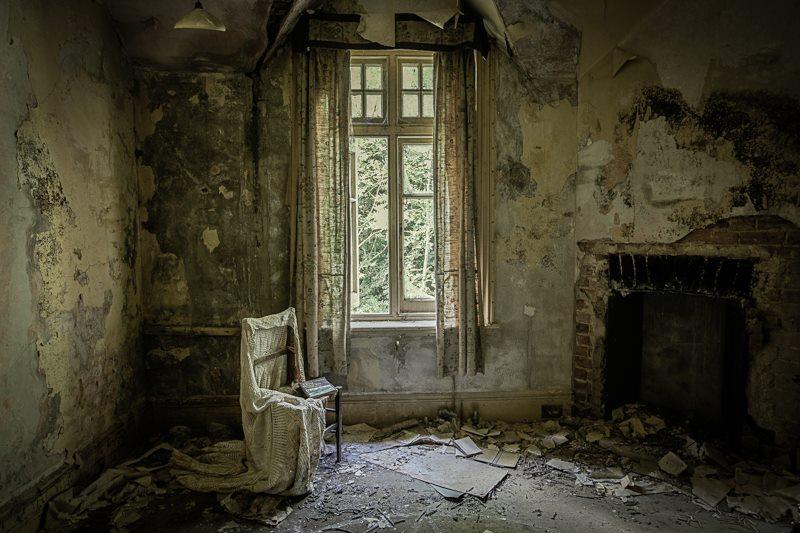 'Silent Room' (1/1) 80x120cm trykt på alu med glas front. Pris 19.000kr.